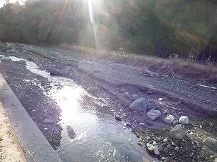 えぐれた河川敷1.jpg