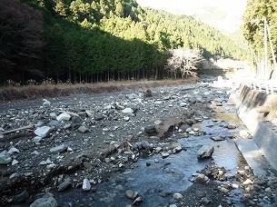 えぐれた河川敷2.jpg
