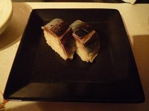 お通し(秋刀魚寿司だったかな).jpg