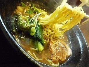 やけに黄色い麺.jpg