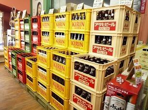 ビール瓶ケース山積み.jpg
