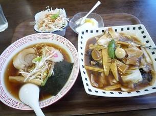 中華丼とハーフラーメン.jpg
