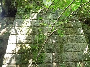 二号橋台右を正面から.jpg
