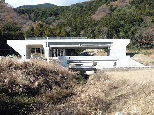 南部IC工事現場1ズーム.jpg