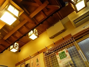 天井を見上げる.jpg