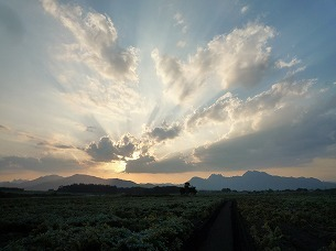 妙義にかかる雲.jpg