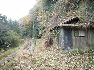 小屋と下仁田方面.jpg