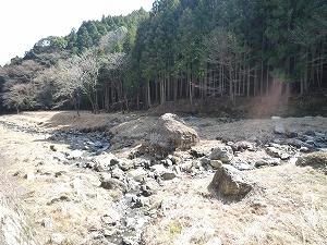 川原の巨岩1.jpg