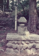 柿崎景家の墓.jpg
