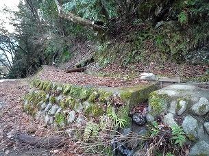 石積みの水路.jpg