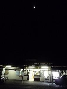 磯部駅の真上に月が。。。.jpg