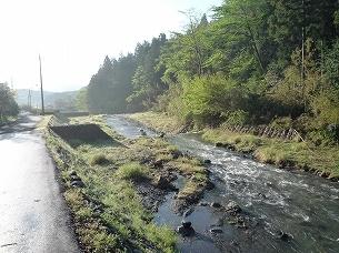 船山川に沿って下る.jpg