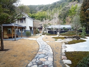 芳泉の庭2.jpg