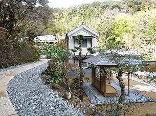 芳泉の庭4.jpg