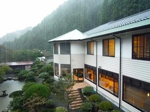 豪雨の船山館.jpg