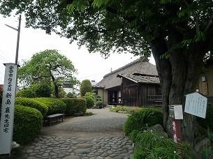 邸宅と桜の木.jpg