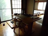 長寿庵に椅子が.jpg