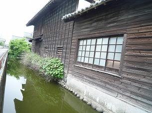 長屋と水堀1.jpg