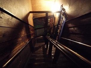 階段を見下ろす.jpg