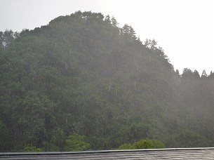 雨が降る3.jpg
