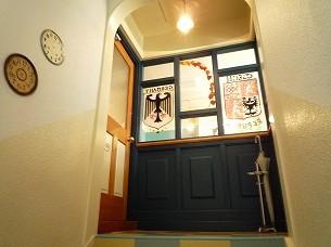2階に扉がある.jpg
