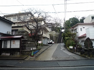 寺の登り口.jpg