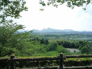 本郭から妙義山を望む.jpg