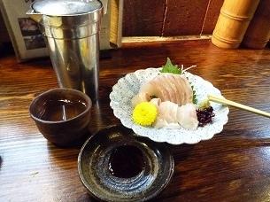 熱燗と鯛刺身.jpg